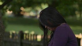 Discoraged kobieta Myśleć Z Spuszczoną głową zbiory