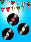 Discos de vinilo y empavesado del vintage sobre el cielo soleado stock de ilustración