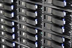 Discos duros del almacenamiento del SAN en datacenter grande Foto de archivo libre de regalías