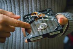Discos duros del ordenador que son reciclados Fotos de archivo libres de regalías