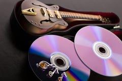 Discos y guitarra Fotos de archivo