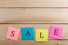 DiscountTags - velen kleurrijke kleverige nota met tekstverkoop stock afbeelding