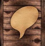Discours blanc de papier de Brown sur le fond en bois Images libres de droits