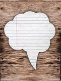 Discours de papier blanc sur le fond en bois Images stock