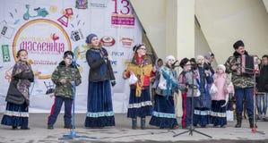 Discours par le choeur des enfants de Maslenitsa en parc de Gorki Images stock