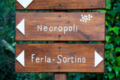 Discovering Pantalica. Trail signs inside the Calcinara valley in the north side of the rocky necropolis of Pantalica stock images