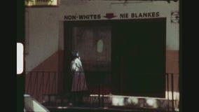 Discriminación racial del apartheid almacen de video