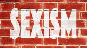 Discriminazione sessuale scritta su un muro di mattoni Fotografia Stock Libera da Diritti