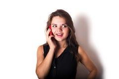 Discurso femenino caucásico joven en el teléfono Imagenes de archivo