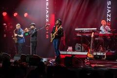Discurso por Marcus Miller com sua faixa no festival de jazz em Lviv em 2018 Ucrânia fotografia de stock