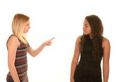 Discusión de dos chicas jóvenes Foto de archivo libre de regalías
