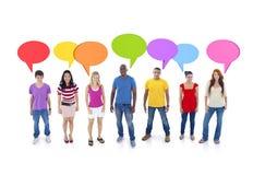 Discusión de grupo con las burbujas del discurso Imagen de archivo libre de regalías