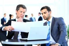 Discusión de los hombres de negocios Foto de archivo libre de regalías