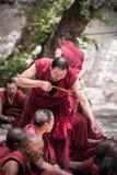 Discusión de los monjes Foto de archivo libre de regalías