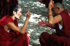 Discusión de monjes en Tíbet Foto de archivo