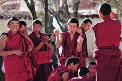 Discusión de monjes en Tíbet Imagen de archivo