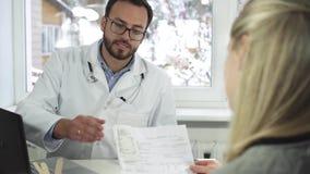 Discusión del doctor y del paciente metrajes