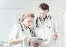 Discusión médica Imagenes de archivo