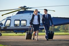 Discussão de And Businessman In da mulher de negócios como andam franco ausente imagem de stock royalty free