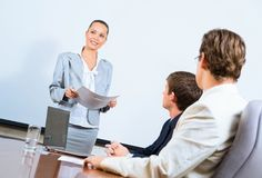 Discusses business woman with colleagues Royalty Free Stock Images