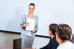 Discusses business woman with colleagues Royalty Free Stock Photo
