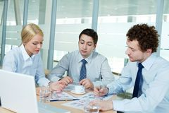 Discussing papers Stock Photos