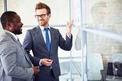 Discussing papers Royalty Free Stock Image