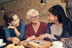 Discussing photos Royalty Free Stock Image