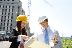 Discussing the Plan on construcion site Royalty Free Stock Photography