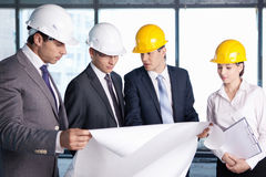 Discussion on the construction site Royalty Free Stock Photos