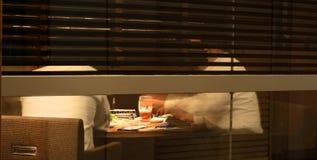 Discussion d'affaires de nuit Photo stock
