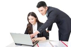 Discussion d'homme d'affaires et de femme d'affaires photographie stock