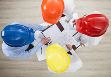 Discussion de groupe à une entreprise de construction Image libre de droits
