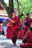 Discussion des moines au Thibet Photographie stock libre de droits
