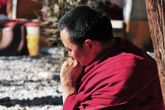 Discussion des moines au Thibet Photographie stock