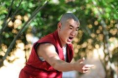 Discussion du moine au Thibet photo stock