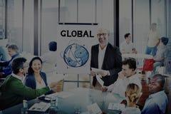 Discussion multi-ethnique de personnes de groupe avec le concept global Photographie stock libre de droits