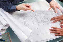 Discussion over architecture design Royalty Free Stock Photos
