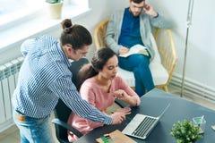 Discussione attiva sul progetto di progettazione fotografie stock
