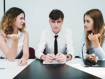 Discussione della giuria di lavoro di squadra dell'incontro di affari fotografia stock