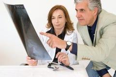 Discussione della radiografia Fotografia Stock Libera da Diritti