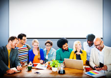 Discussione di lavoro casuale Team Concept dell'ufficio della gente di affari Immagini Stock