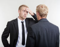 Discuter de deux hommes d'affaires Photos libres de droits