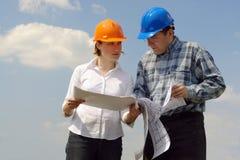 Discuter des plans de construction Photographie stock