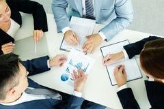 Discutindo a estratégia nova Imagem de Stock Royalty Free