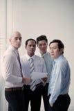 Discutindo o original financeiro Imagens de Stock