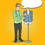 Diseñador de moda de sexo masculino con la chaqueta en un maniquí Industria textil Ejemplo retro del arte pop libre illustration