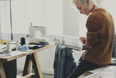 Diseñador de moda Magazine Reading Concept imagen de archivo