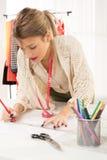 Diseñador de moda With Sewing Pattern Foto de archivo libre de regalías