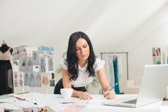 Diseñador de moda Sketching Imágenes de archivo libres de regalías